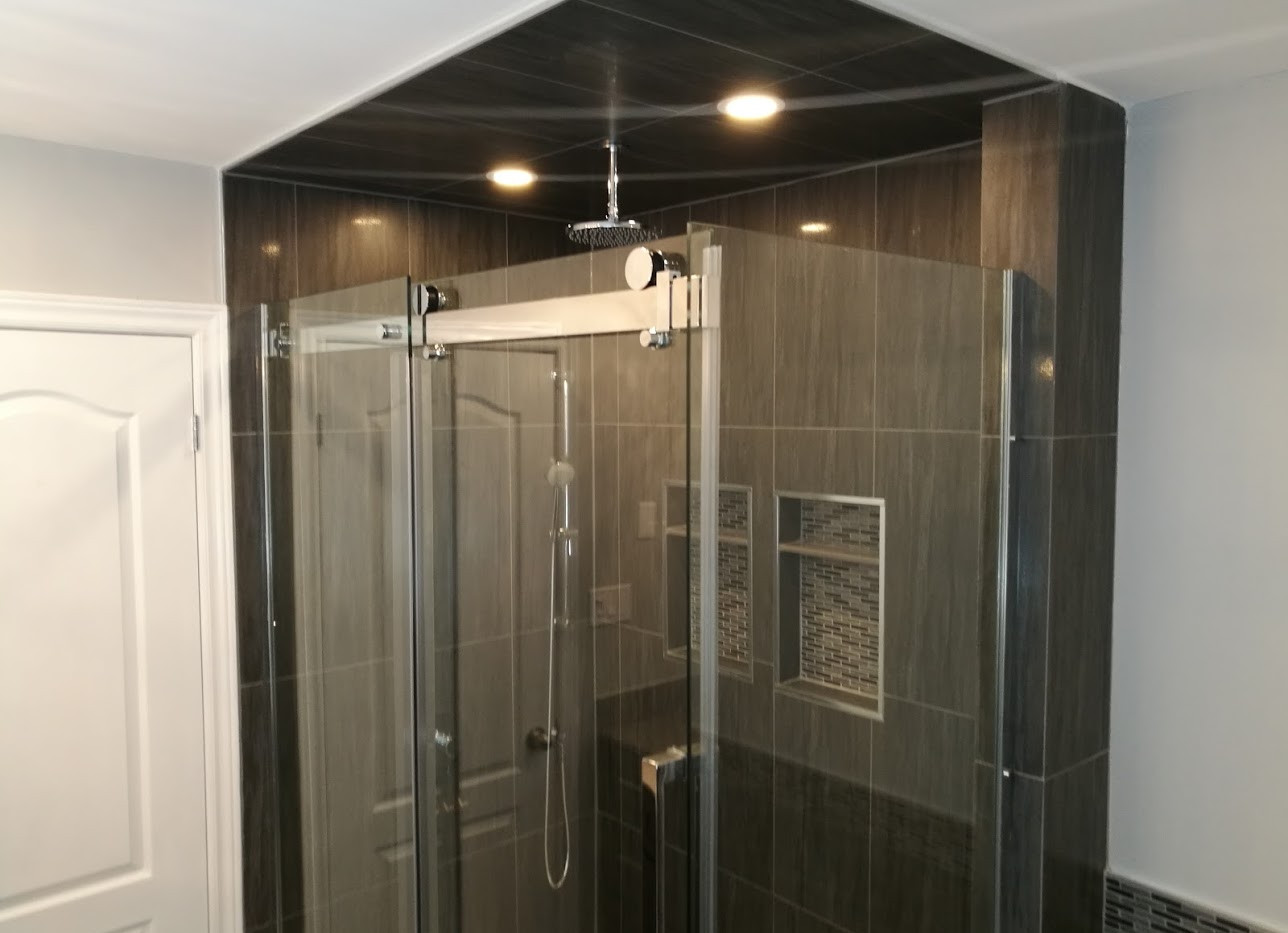Large Shower With Niche