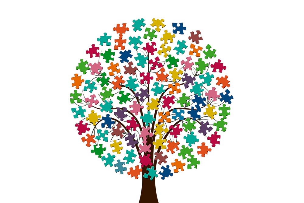 Tree made of puzzle pieces