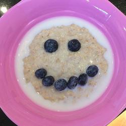 Good morning #porridgeface warm brekkie on a cold morning ❄️#busygirl #littlehandsbigplans