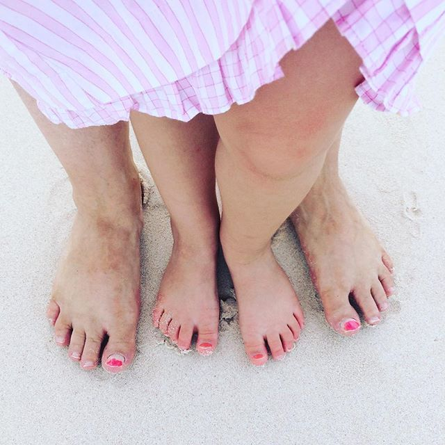 Lil feet in the sand! Painted tootsies #Bermuda #littlehandsbigplans #busygirl #Beautiful