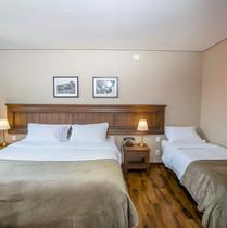 Cama de casal + cama de solteiro.