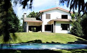 Armony Villa vista dalla piscina.jpg