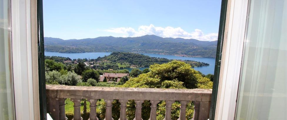 Bellavista balconcino con affaccio vista lago.jpg