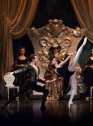 Black Swan Pas de Deux, Swan Lake Ballet Theatre UK