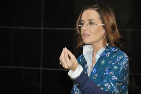 Isabel Guimarães vem a Lisboa dar consultas no espaço Chá na Lua, em Paço de Arcos, no dia 11 de Jul