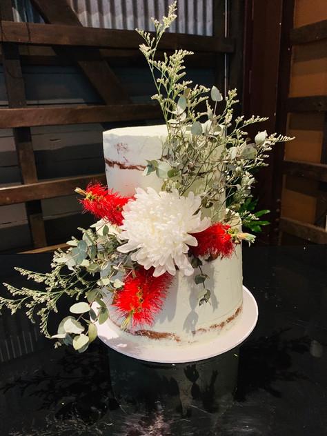 Semi-naked wedding cake with Native flow