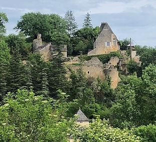 Vue du château de Coly