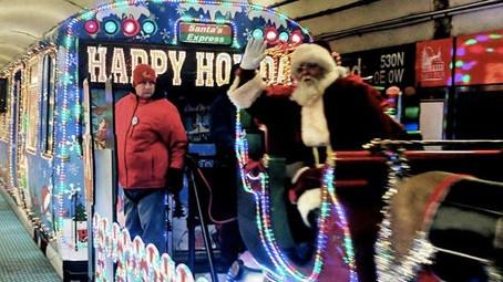 シカゴの冬を彩るクリスマス電車とバスCTA ホリデー限定『サンタ電車』『エルフ電車』、『トナカイバス』すべて12月23日まで運行
