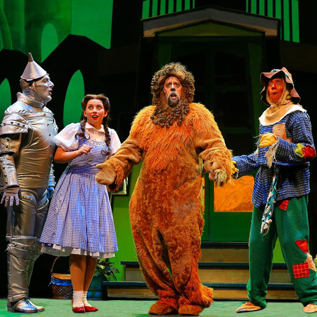 不朽の名作ミュージカル『オズの魔法使』。シカゴのランドマーク「シカゴ劇場」にて5月20日まで上演中。
