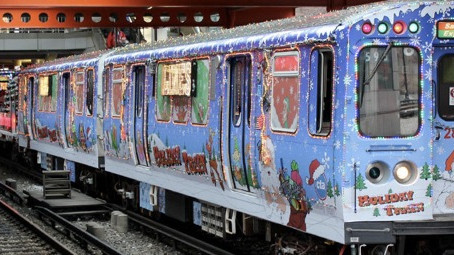 CTA ホリデー限定『サンタ電車』『エルフ電車』は12月21日まで『トナカイバス』12月23日まで運行