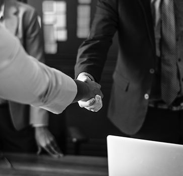agreement-black-and-white-businesspeople