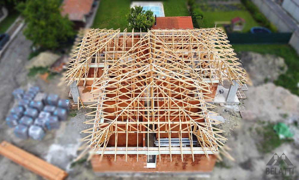 Bármilyen formájú tetőben is gondolkodik (nyeregtető, félnyeregtető, kontytető, manzárdtető, sátortető, kúptető, kupolatető, lapostető), a könnyűszerkezetes tetővel bármelyik megvalósítható.