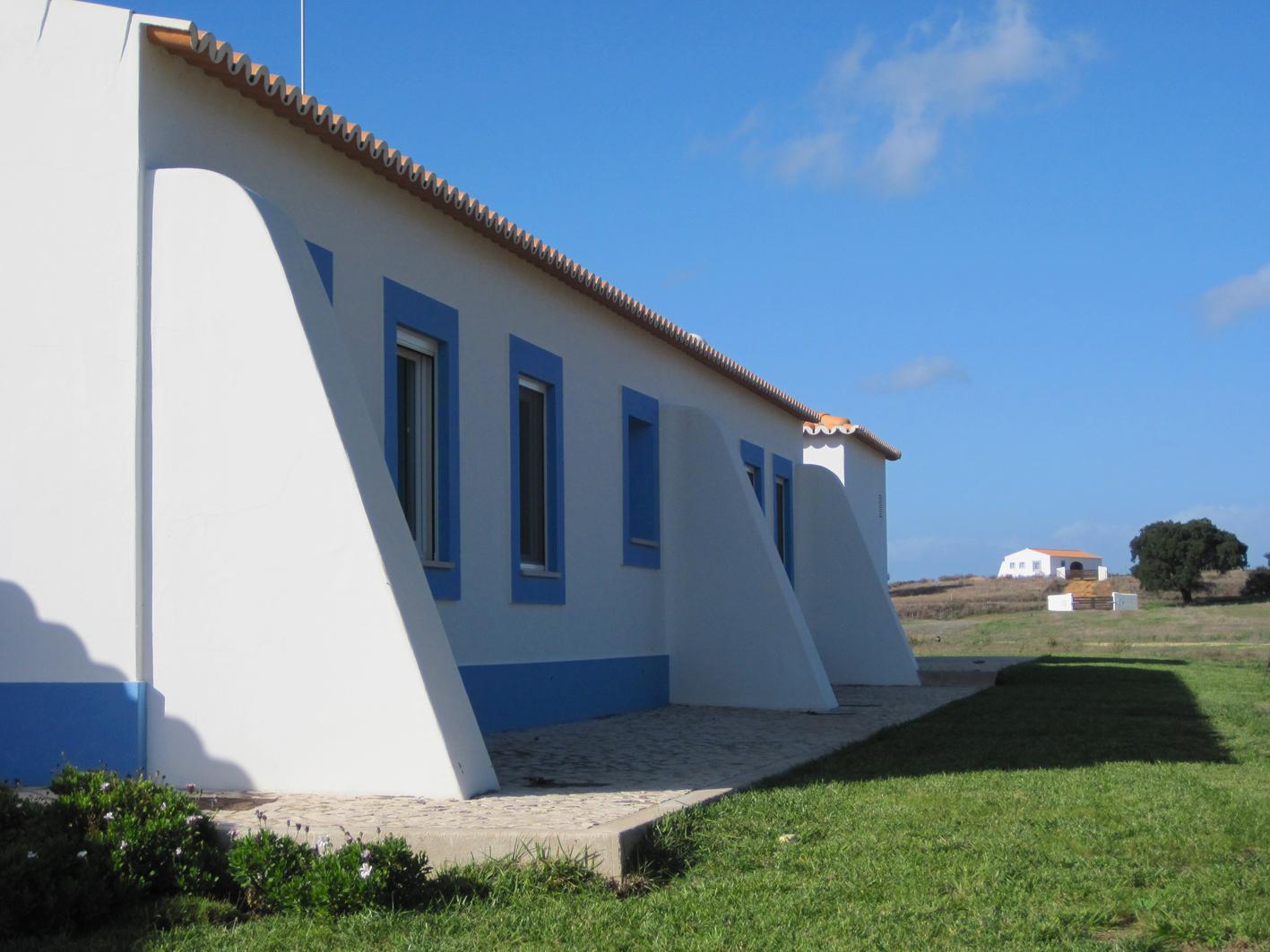 4- um lado exterior com vista casa agric