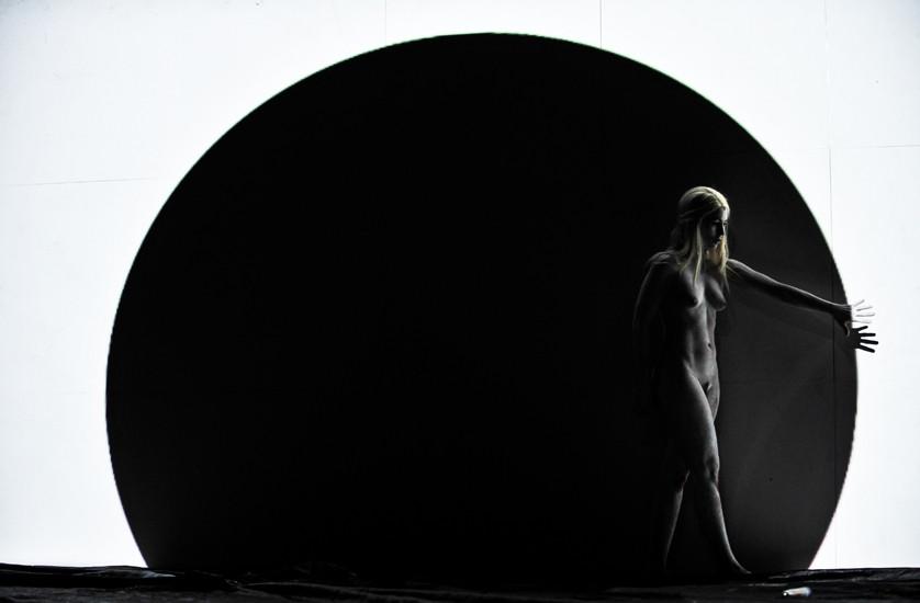 Angela Winkler performing in Hyperion