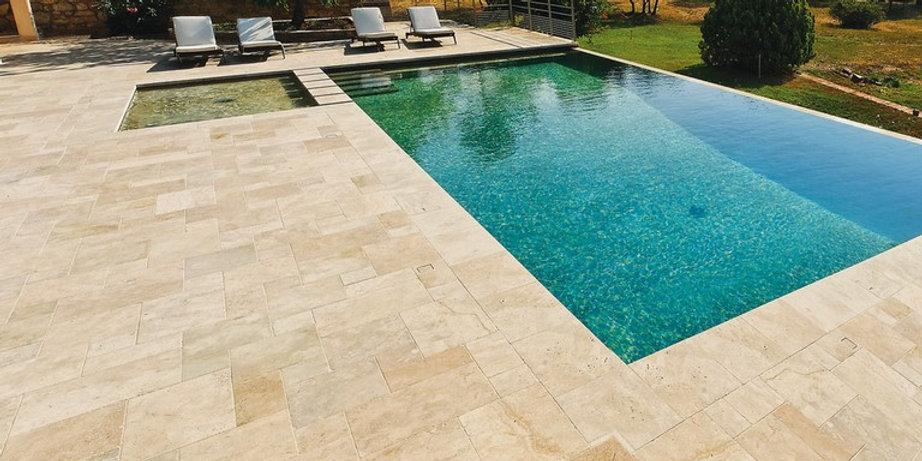 piscine terasse exterieur pierre travert