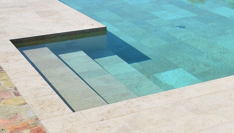escalier piscine pierre naturelle.jpg