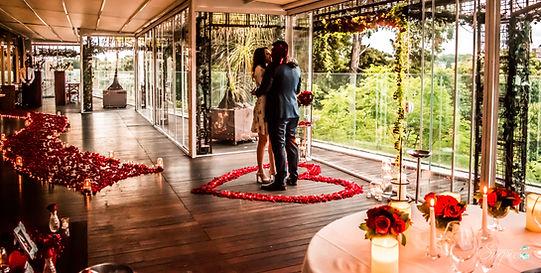 Surpresa romantica dia dos namorados rosas vermelhas jantar a luz de velas coração de rosas decoração romantica