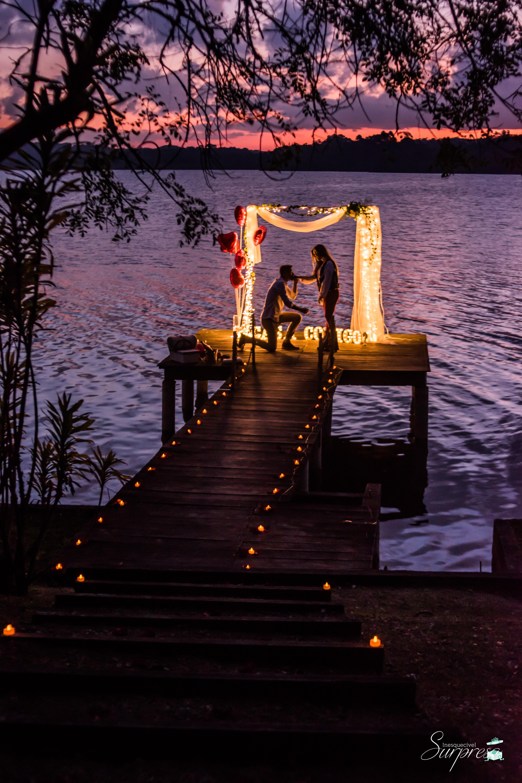 Pedido de casamento ao pôr do sol