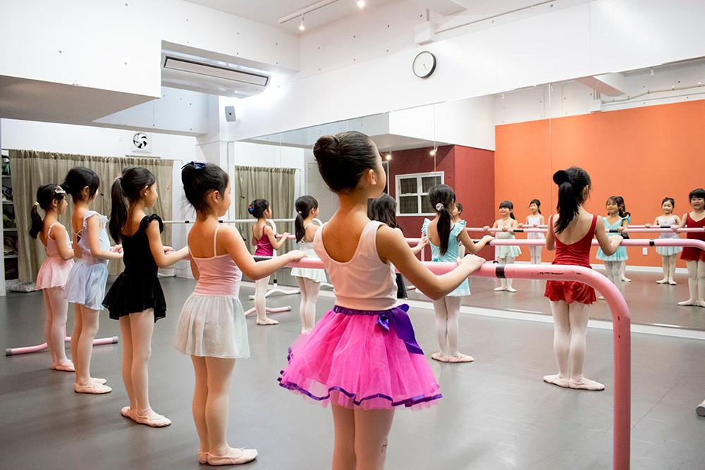 バレエ子どもクラス〈フルールレッスン〉