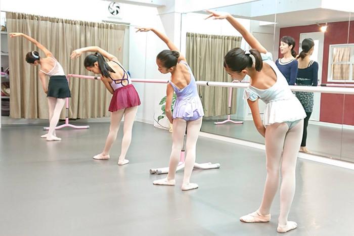バレエ子どもクラス〈エール〉.jpg