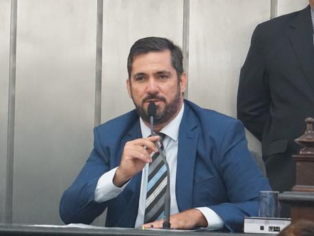 """Leonardo Dias cobra da Mesa da Câmara informações sobre """"progressões irregulares"""""""