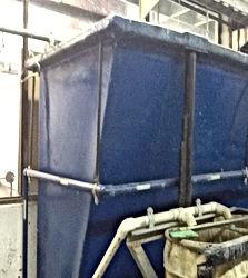 das gesamte Wasser, in einem Tank gesammelt, gesäubert und recycelt.