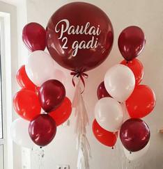 Balonu komplekts ar personalizētu balonu un diviem pušķiem