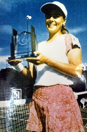 PaulaUmana-Trophy.jpg