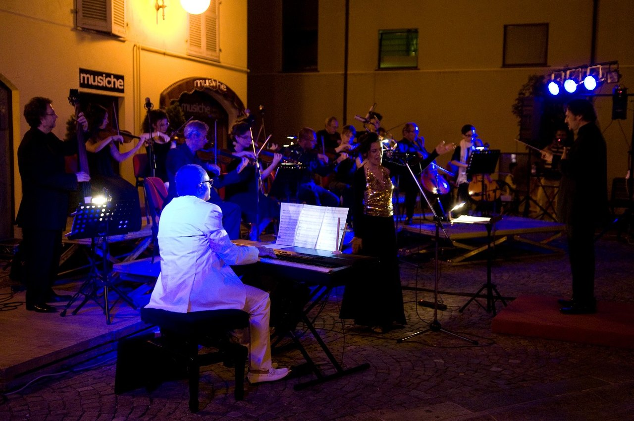 con+orchestra+sinfonica