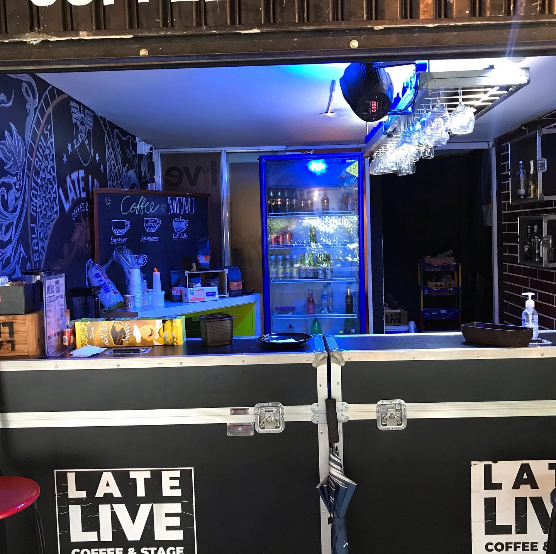 bar late live