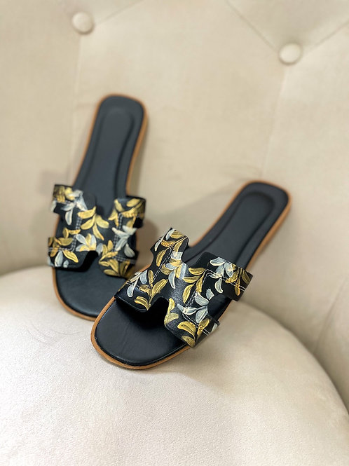 39 Helly Sandal: Black Gold Offwhite