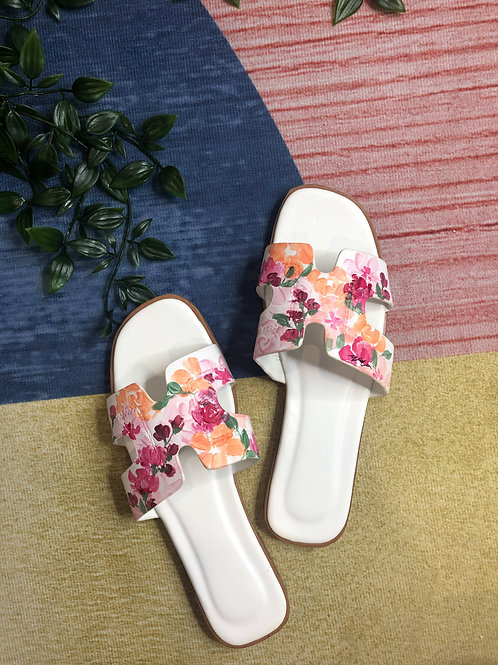 39 Helly Sandal: White mix
