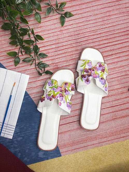 37 Helly Sandal: white lavender