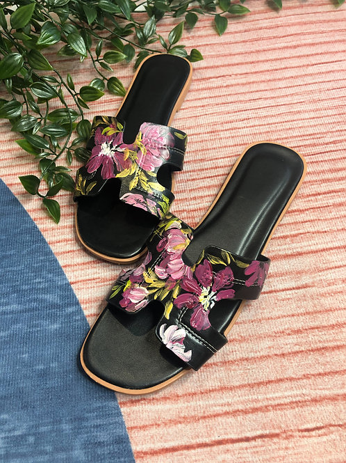 40 Helly Sandal: black maroon gold