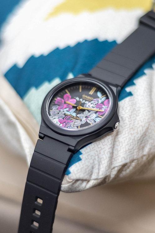 Large Casio Round watch 01
