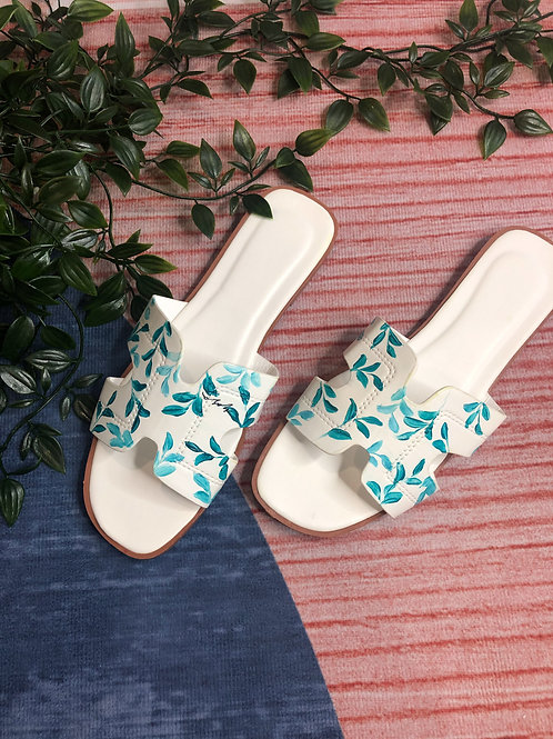 38 Helly Sandal: white teal