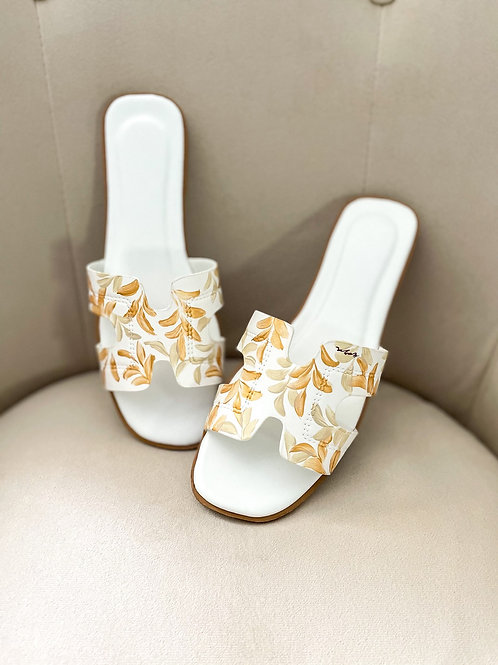 39 Helly Sandal: White Gold Offwhite