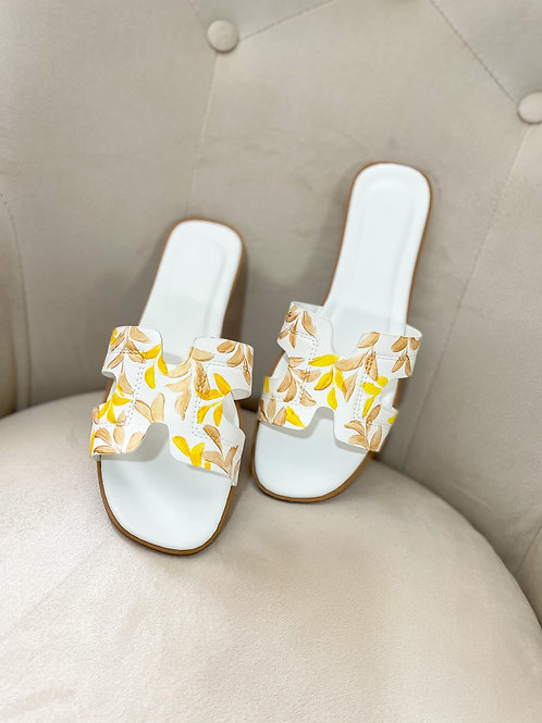 40 Helly Sandal: White gold yellow