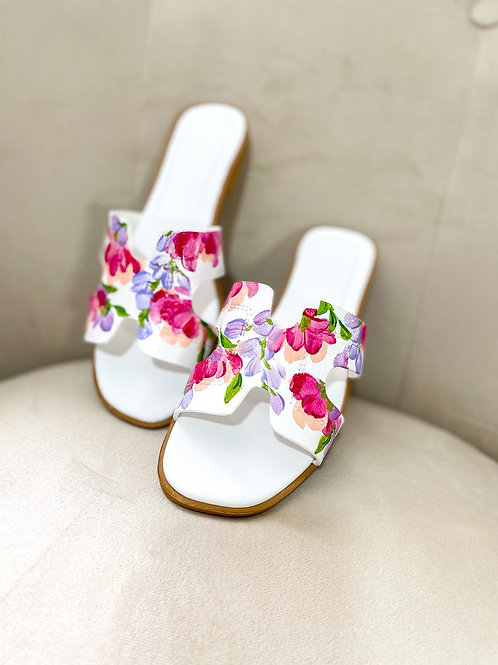 35 Helly Sandal: White Pinkpurple