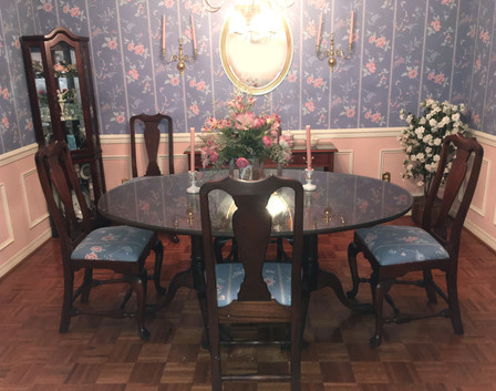 Queen Anne Mahogany Oval Dining Table and Chairs