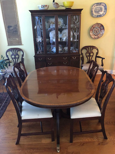 Mahogany Veneer Banded Dining Table