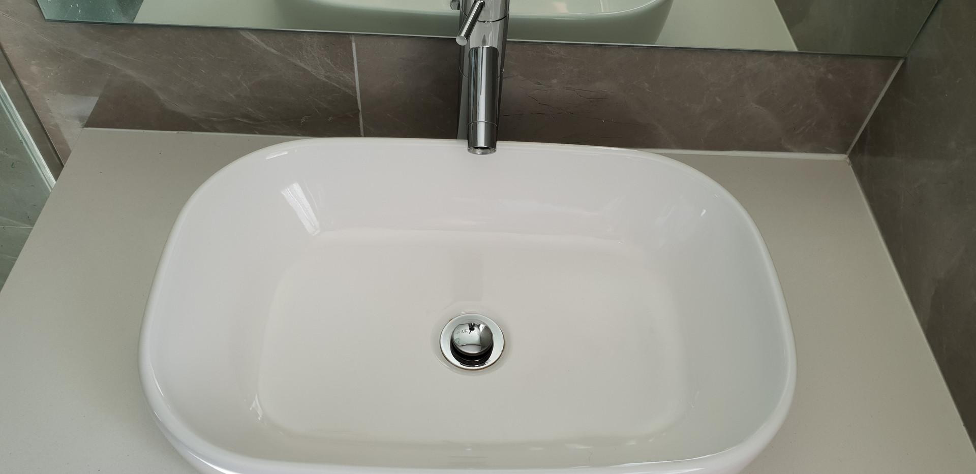 Hand basin like new
