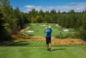 15-golfer-salish-cliffs_LO.jpg