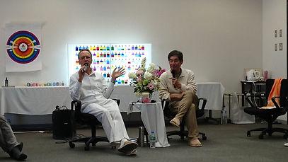 ラハシャと通訳の様子.jpg