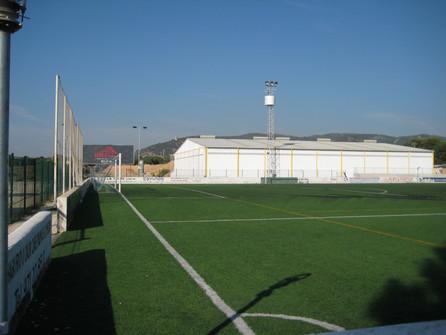 Césped y gradas campo de fútbol La Salle
