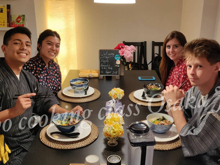 """This morning ,we had our customers from England🇬🇧、USA🇺🇸. It was """"Udon cooking activity from scra"""