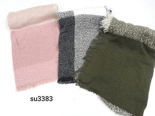 3383 Maxipañoleta de lana bouclé.