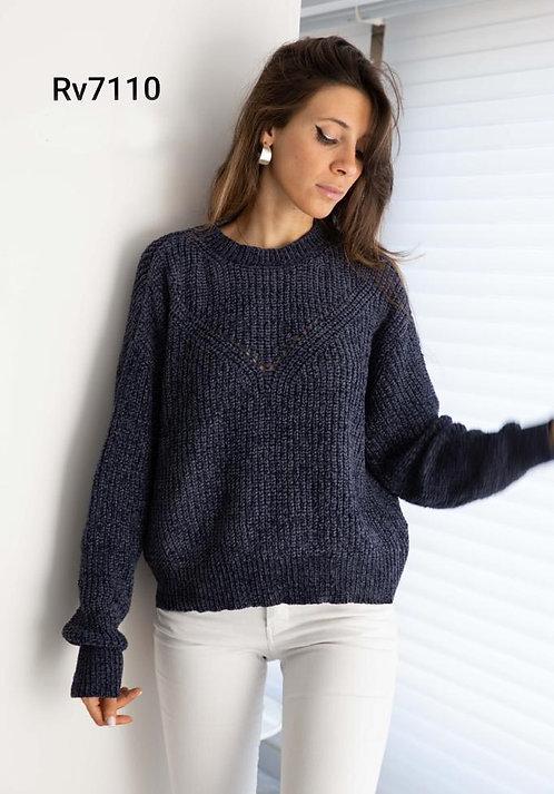7110 Pulover de lana con diseño V en el tejido. Importado