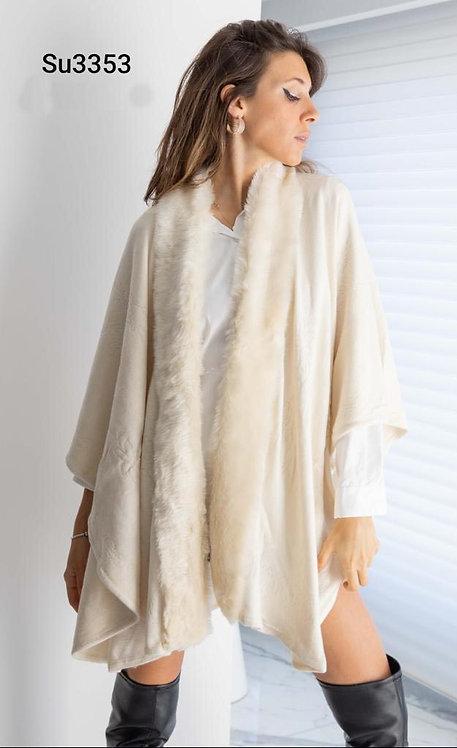 3353 Ruana de lana labrada con piel