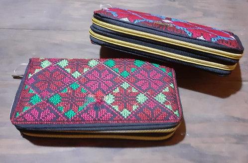 Billeteras doble cierre, bordadas. Dos diseños.